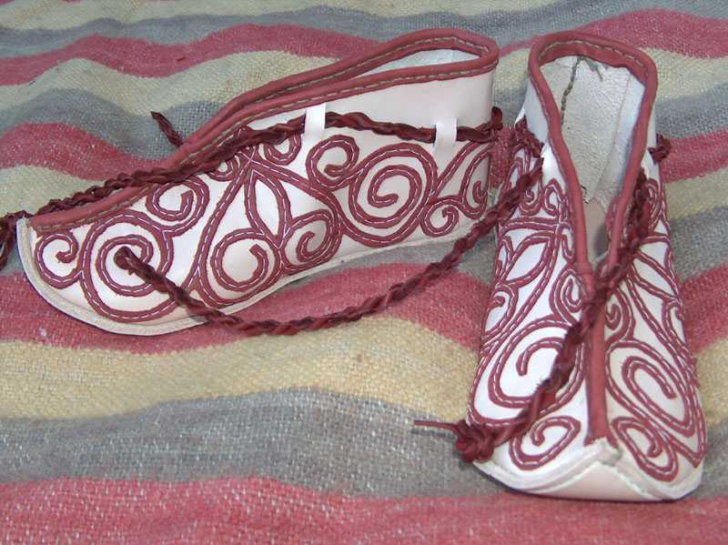 Medieval shoes with applique.