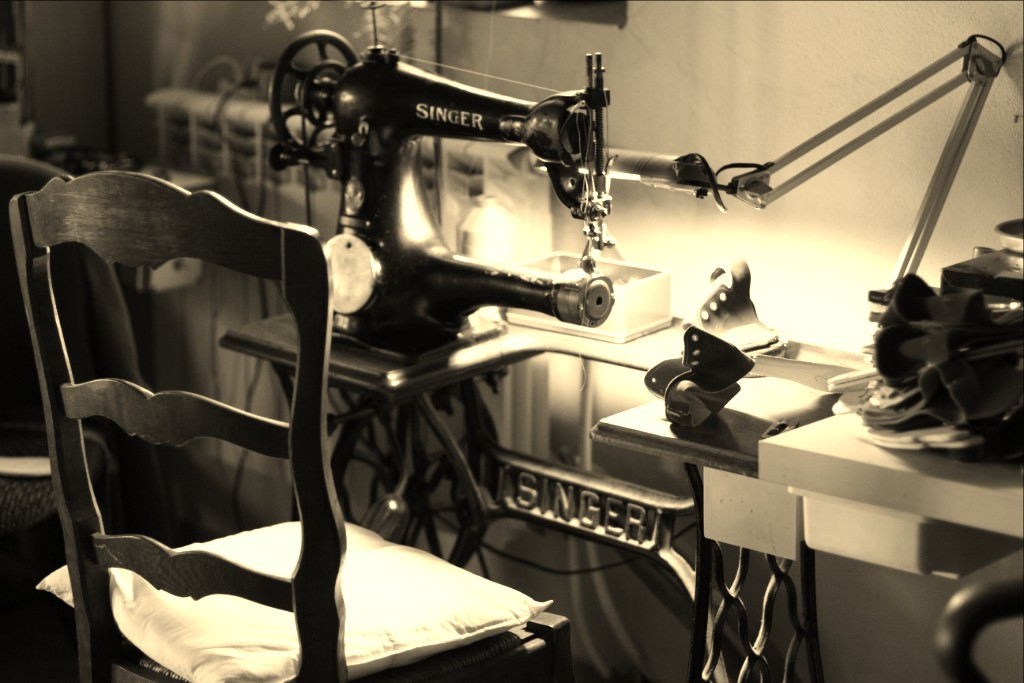 pfoto: one of old machines Singer, which we sew Gucio Ergono with