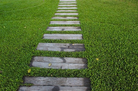 garden-path-1979619_640jpg