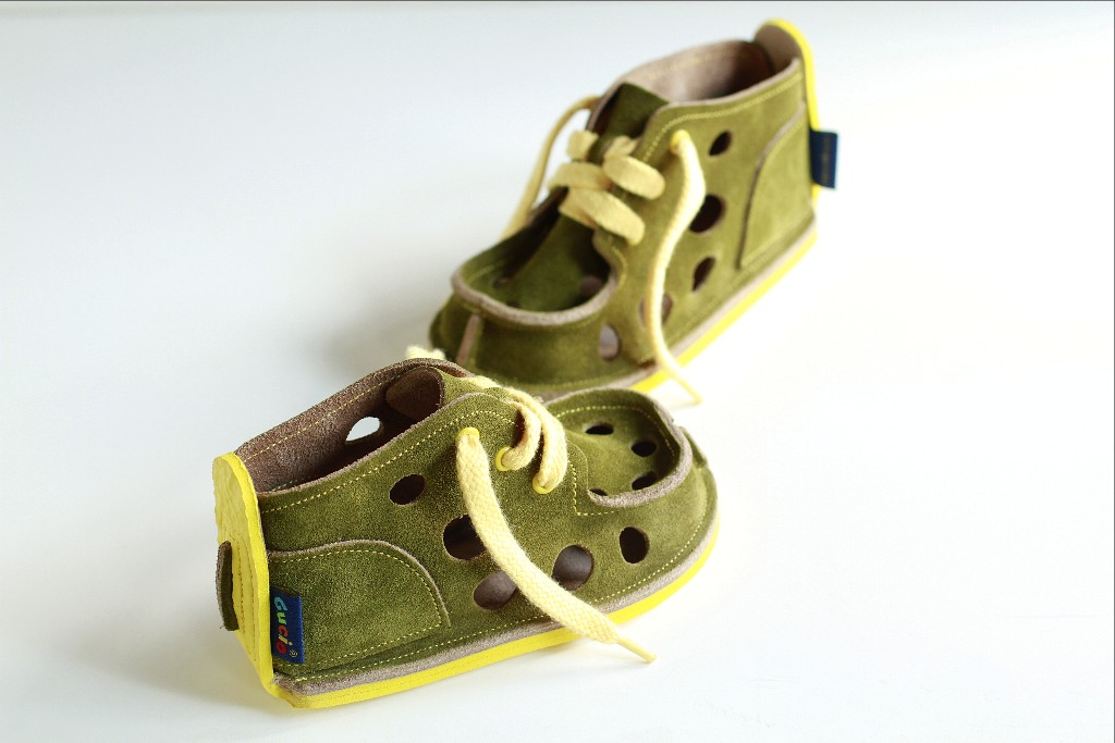 photo: Gucio with large holes, olive colour